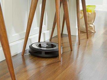 iRobot Roomba e5 Saugroboter Stuhl